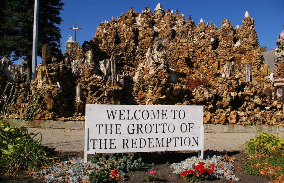 "Sign that says ""Welcome to the Grotto of the Redemption"" in front of the Grotto of the Redemption in West Bend, Iowa"
