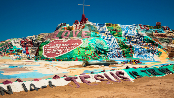 Salvation-Mountain-California-12