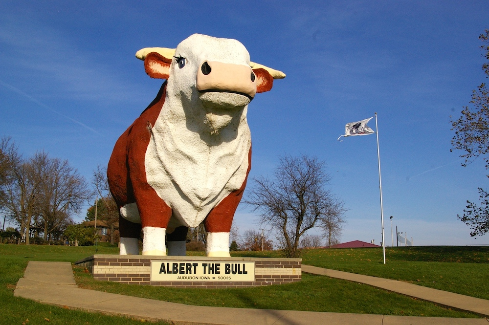 Albert the World's Largest Bull in Audubon, Iowa