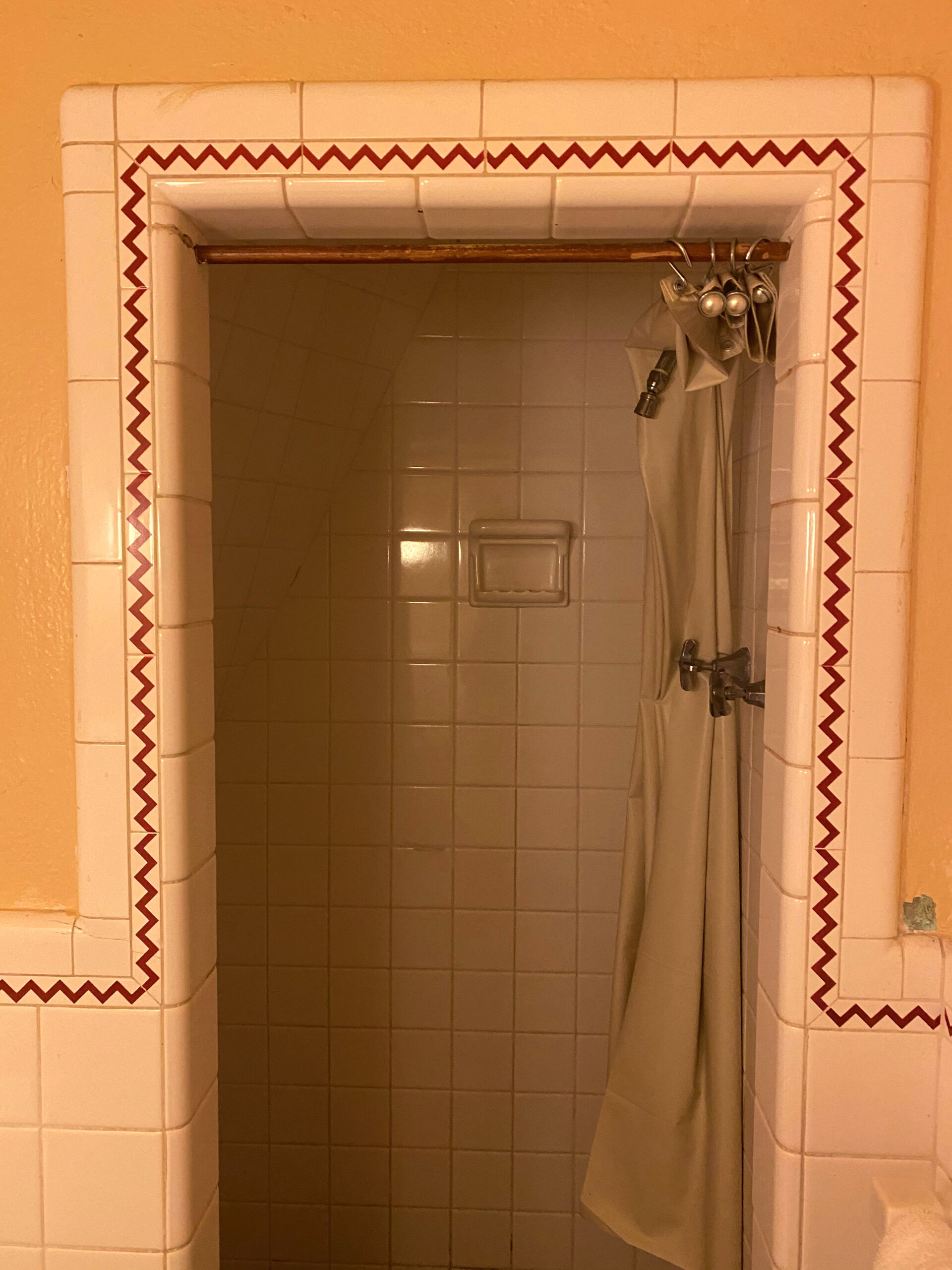 Shower with white and red zigzag tile at the Wigwam Village Inn #2 in Cave City, Kentucky